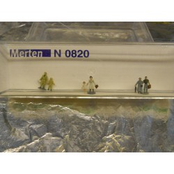 ** Merten 0820  N scale  Tourists.