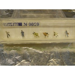 ** Merten 0859  N scale  Men Passengers Sitting.