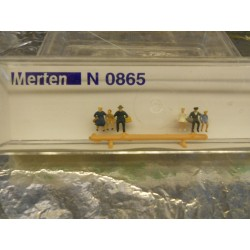 ** Merten 0865  N scale  Tourists Sitting.
