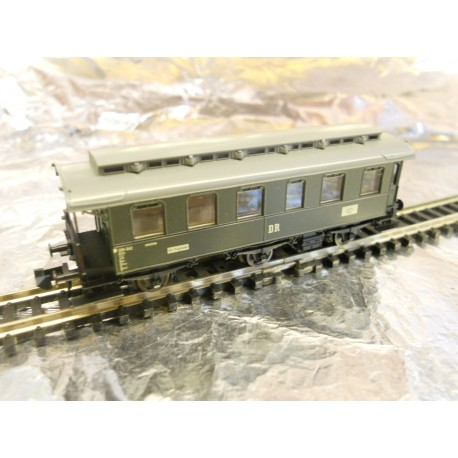 Fleischmann 8773 6-Wheeled DR 2nd Class Passenger Coach Green