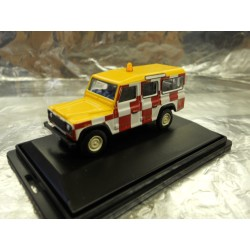 ** Oxford Diecast 76DEF010 Land Rover Defender Station Wagon RAF Northolt