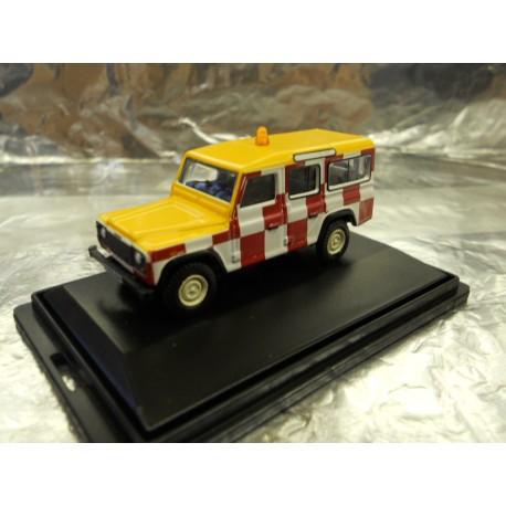 ** Oxford Diecast 76DEF010 Land Rover Defender Station Wagon RAF Northolt