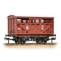 ** Bachmann 37-706A x 2 12 Ton LMS Cattle Wagon NE Brown