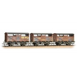 ** Bachmann 37-716 x 2 Triple Pk 8 Ton Cattle Wagon BR Bauxite Weathered
