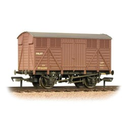 ** Bachmann 37-754D x 4 12 Ton GWR Fruit Van BR Bauxite (Early) Weathered