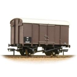 ** Bachmann 38-075B x 4 12 Ton Southern Plywood Ventilated Van SR Brown