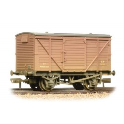 ** Bachmann 37-804 x 4 12 Ton Planked Ventilated Van BR Bauxite (Early) Weathered