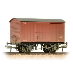 ** Bachmann 38-477 x 4 12 Ton Non-ventilated Van BR Bauxite (Early) Weathered