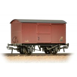 ** Bachmann 38-478 x 4 12 Ton Non-ventilated Van BR Bauxite (Late) Weathered