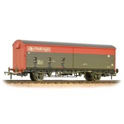 ** Bachmann 38-120C x 2 35 Ton VAA Sliding Door Box Van Railfreight Red & Grey Weathered