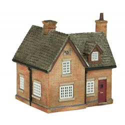 ** Graham Farish 42-0030  x 1 Scenecraft Farmhouse (Pre-Built)