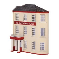 ** Graham Farish 42-236  x 1 Scenecraft Low Relief The Caledonian Hotel (Pre-Built)