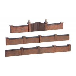 ** Graham Farish 42-541  x 1 Scenecraft Walls & Gates (Pre-Built)