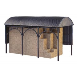 ** Bachmann 44-0056  x 1 Scenecraft Dutch Barn (Pre-Built)