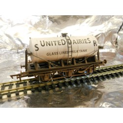 ** Dapol 4F-031-002 Weathered 6 Wheel Milk Tank SR United Dairy