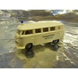 ** Brekina 31792 VW T2 Minibus White  Rettungsamt Berlin