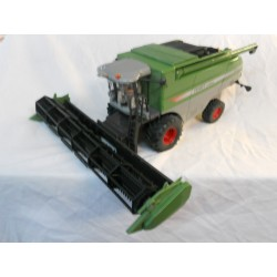 ** Siku 4256 Fendt Combine Harvester 946OX, Metal + Plastic Parts
