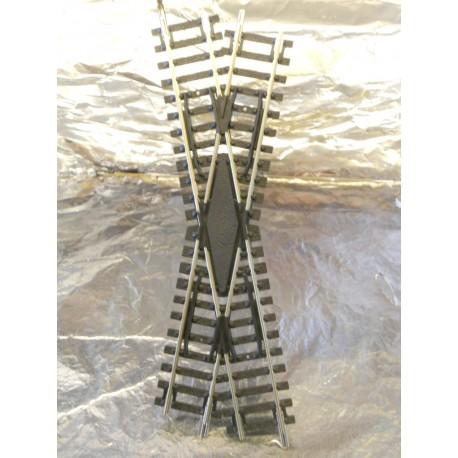 ** Hornby R614  Left Hand Diamond Cross Over Track Section.