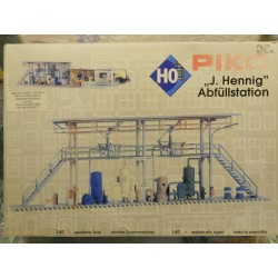 ** Piko 61105  J Hennig Filling Station Plastic Kit Aged Parts