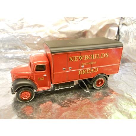 """** Classix EM7603  Ford Thames ET6 Panel Van """" Newboulds Bread """"."""
