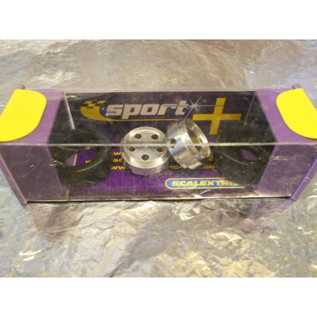 ** Scalextric C8412  2 x Wheels and Hubs Rally