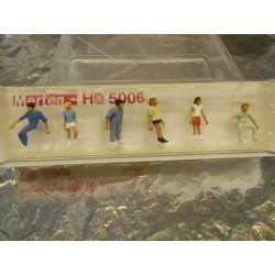 ** Merten 5006  HO scale  Passers-By.