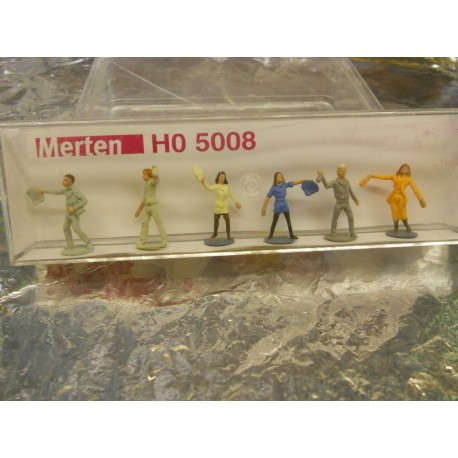 ** Merten 5008  HO scale  Persons Throwing away Rubbish.