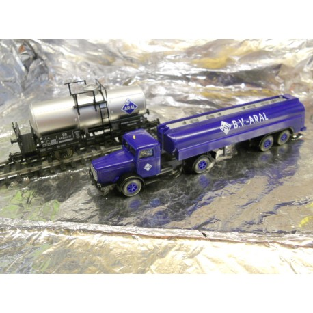 ** Fleischmann 825426 Aral Tanker Wagon and Lorry Set