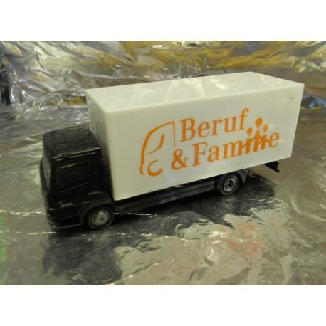 ** Herpa 286091 Mercedes Benz Atego Box-Type Truck Beruf und Familie
