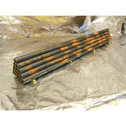** Heico 08705 Stack of Rusting Steel Pipes on Wooden Blocks TT / HOe / HO / 00