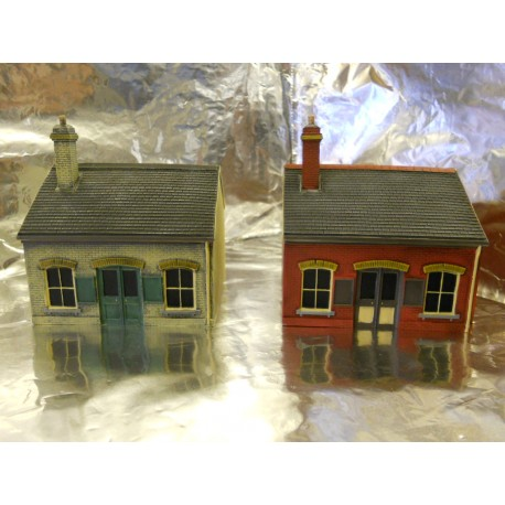 ** Scenix PKEM6111A+B 2 x Ticket Office Buildings with AD Posters 1:76 Scale