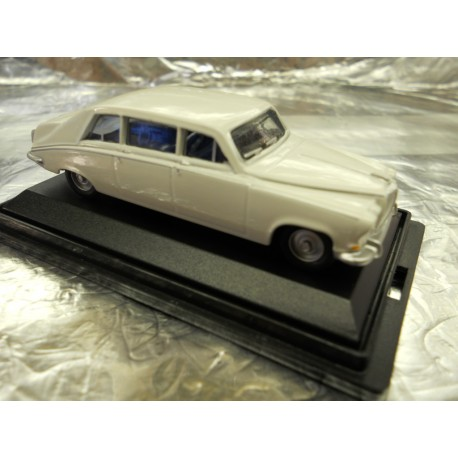 ** Oxford Diecast 76DS001 Daimler DS420 Limousine Old English White