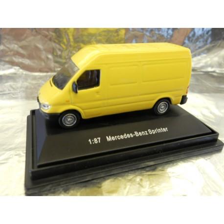 ** Gaugemaster GM302 Mercedes Benz Van Sprinter Yellow 1:87 Scale