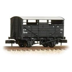** Graham Farish 373-261B x 2 8 Ton Cattle Wagon GWR Dark Grey