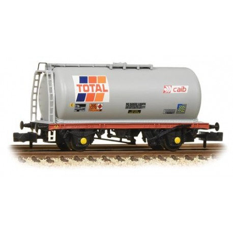 ** Graham Farish 373-780 x 2 45 Tonne glw TTA Tank Wagon 'Total'