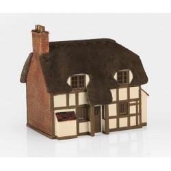 ** Bachmann 44-0019  x 1 Scenecraft Thatched Cottage (Pre-Built)
