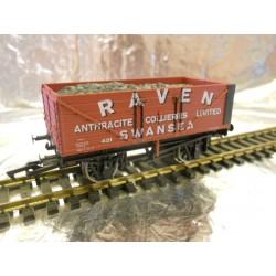 ** Dapol 4F-071-104 7 Plank Wagon Raven