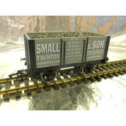 ** Dapol 4F-072-003 7 Plank Wagon 9ft Wheelbase Small & Son