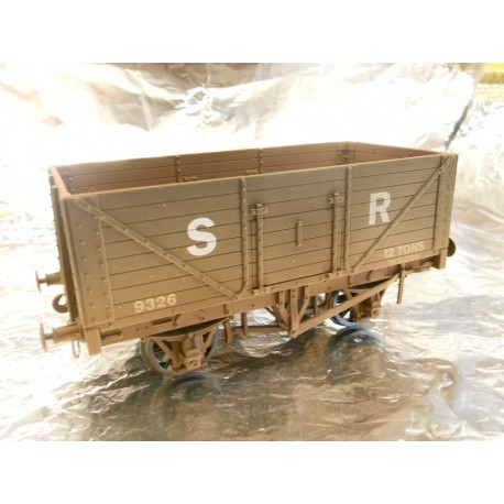 ** Dapol 7F-080-015W Weathered 8 Plank Wagon SR 9326