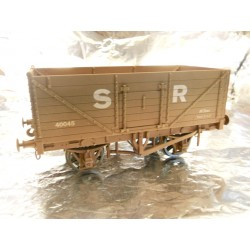 ** Dapol 7F-071-028W Weathered 7 Plank Wagon SR 40045