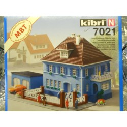 ** Kibri 7021  House with Garage  ' Villa Rosenhof '