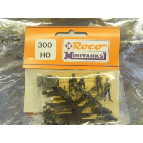 ** Minitank 300  Soldiers with Map Table.