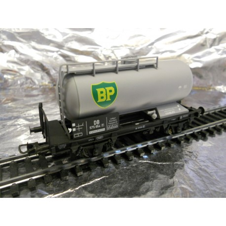 """** Liliput 225021  DB 2 Axel Tanker Wagon  """" BP """"  Era 3."""